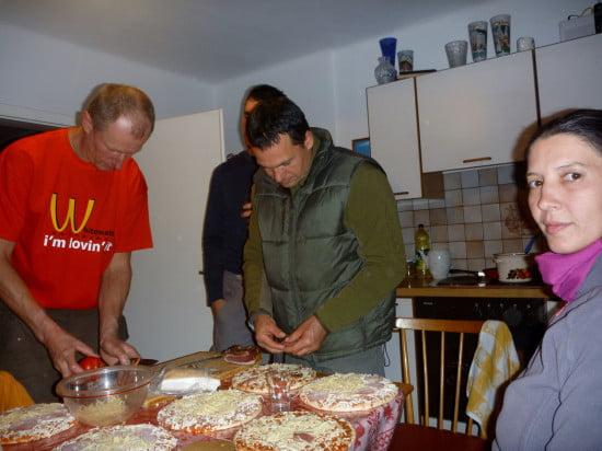 Andrew pizzáját mindenki igénye szeint ízesítette.
