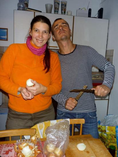 Detti, a szakácsnő, és segédje, Ati.