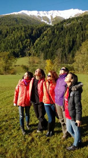 Csodaszép napfényben csodaszép lányok.