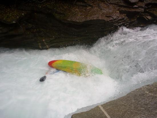 Kicsit fetrengek még a hengerben, aztán megyek tovább a 4 méteres vízeséshez.
