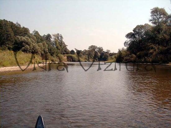 A csörötneki-zúgó előtti kanyar. Figyelj, mert a víz be akar vinni a bal oldali bokrosba!