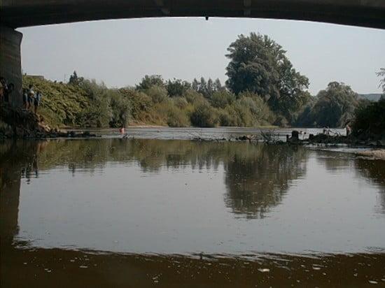 A teleszemetelt Csörötneki híd alacsony vízállásnál.
