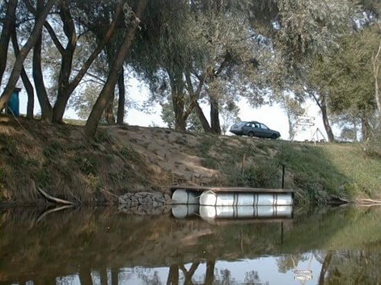 A Rábagyarmati táborhely a híd alatt 200m-re.