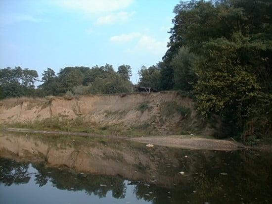 Jobb parton esőbeálló, Ivánc nevű település vonalában. Kb. 4 km Csákánydoroszló.