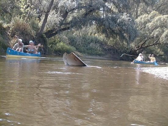 A sziget alatt kb 400 m-rel volt a vízben ez a fél kenu.