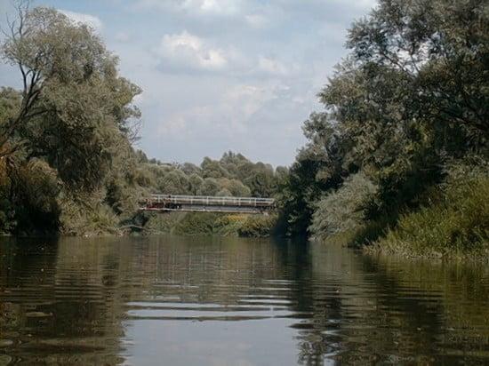 A Körmendi előtti vasúti híd. Ezalatt van 180 m-re a rőzsagát. A vasúti hídról is szoktak ugrálni a srácok.