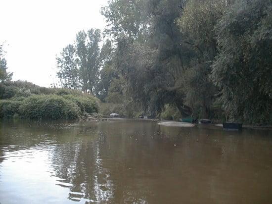 Bal parton Sorok-Perint-csatorna torkolata 4 km-re Rumtól. Ez egy jobb kanyar bal oldalán van.