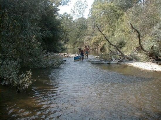 Kicsit lejjebb, az Öböl előtt 150 m-re ajánlatos ismét kiszállni alacsony víznél a kövek miatt.