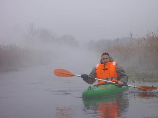 A köd és a patak gőzölgő meleg vize összekeveredett, optimális fényképezési lehetőséget teremtve a magamfajta kocafotósnak