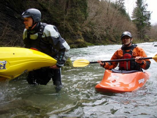Ha elfáradtunk, akkor megkértük a Hodzsit, hogy ússzon el, és amíg víztelenített, mi tudtunk a Lacival pihenni.