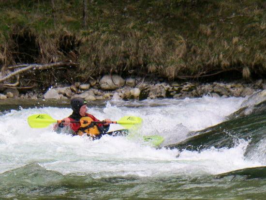 Lackó jól meglovagolta a folyót. Ügyes nagyon.