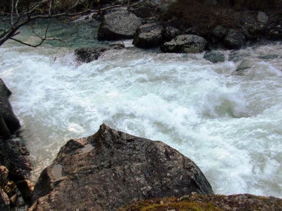 Az Ötös közepe. A nyelv helye normál víznél nehezebb, akkor ott egy hanyattvágó henger van.