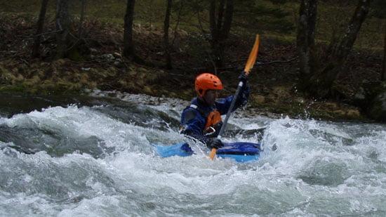 András. Normális víznél, itt az első fahíd alatti hullámnál lehet a szörfözést is tanulgatni.