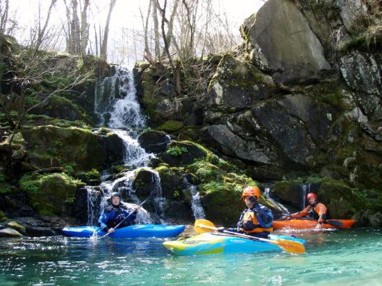 A Koritnica torkolat alatt van pár száz méterrel ez a szép vízesés.
