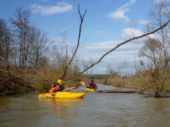 Kerkai jellegzetes kép a tavaszi hóolvadás után magas víznél. A meder tele van.
