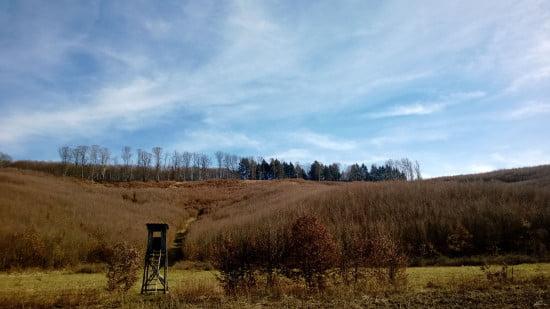 A kép közepén pontosan az a hely van, mint a nyolccal feljebb lévő magalsleses képen. Csak ez a völgyből készült.