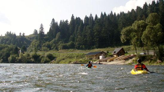 Az első tutajos kikötő. Innentől egyre több lesz a tutaj a vízen.