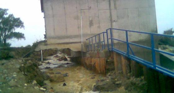 Szomorúság: az újjáépített magyarlaki gátról. Képek arról, ahogy a legelső magas víz megbontotta a gátat.