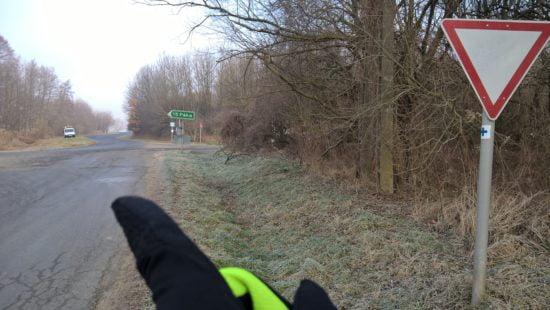 Itt Páka felé, majd egyből balra a földúton.